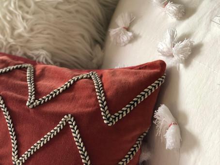 DIY - Almost Pom-Pom Pillow