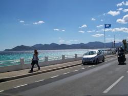promenade piétons bord de mer