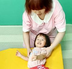 貝格爾老師與寶寶的互動.jpg