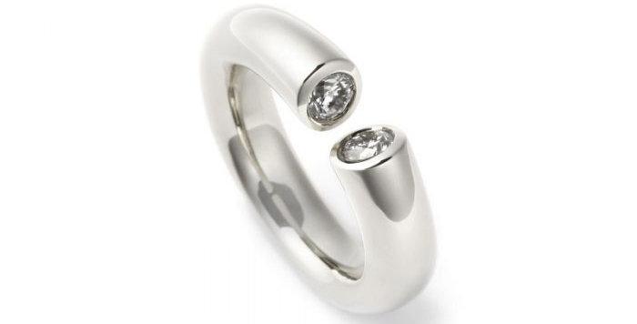 Ring DIALOG Weißgold mit 2 Brillanten zus. 0,55 ct Wsi