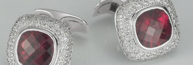 1 Paar handgearbeitete Manschettenknöpfe aus 750/Weissgold Dia.160x0,01 ct. G vs
