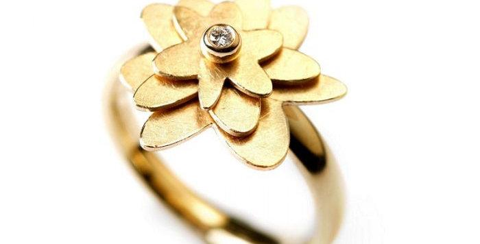Ring FLOWER POWER Gelbgold mit Brillant