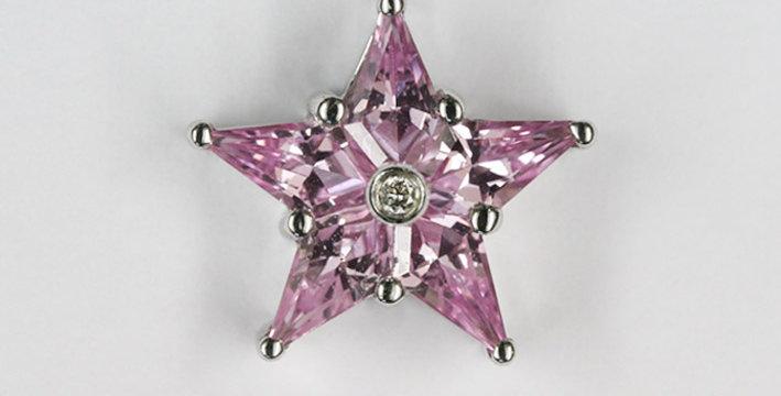 """Anhänger /750 Weissgold """"Stern"""" 5 geschliffene Pink Safire 1.10 ct. 1 Diamant"""