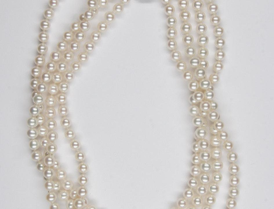 "Collier ""Collier de Chien"" 4 Flussperlen 750/WG schließe Diamanten total 0.63 ct"