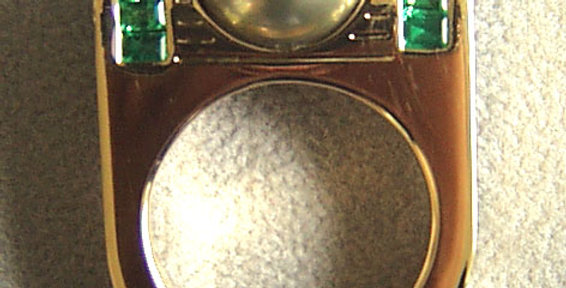 Damenring 750/ Gelbgold, 1 Tahiti Zuchtperle 12mm, 12 Smaragd-Baguette 1.06 ct.