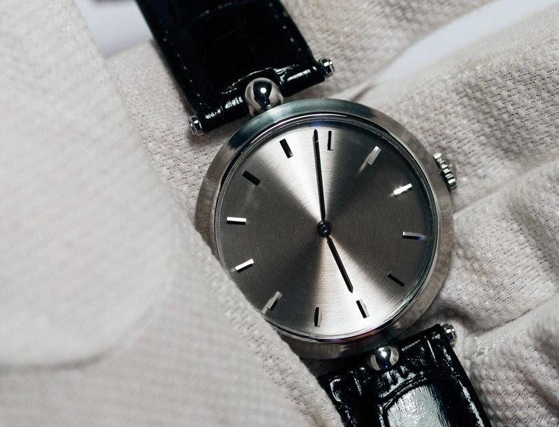 Angular Momentum Bâton Dress Watch Verfügbar: 1