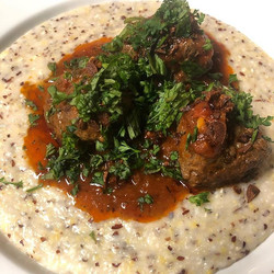 Meatball Bolognese w. Jimmy Red Corn Grits