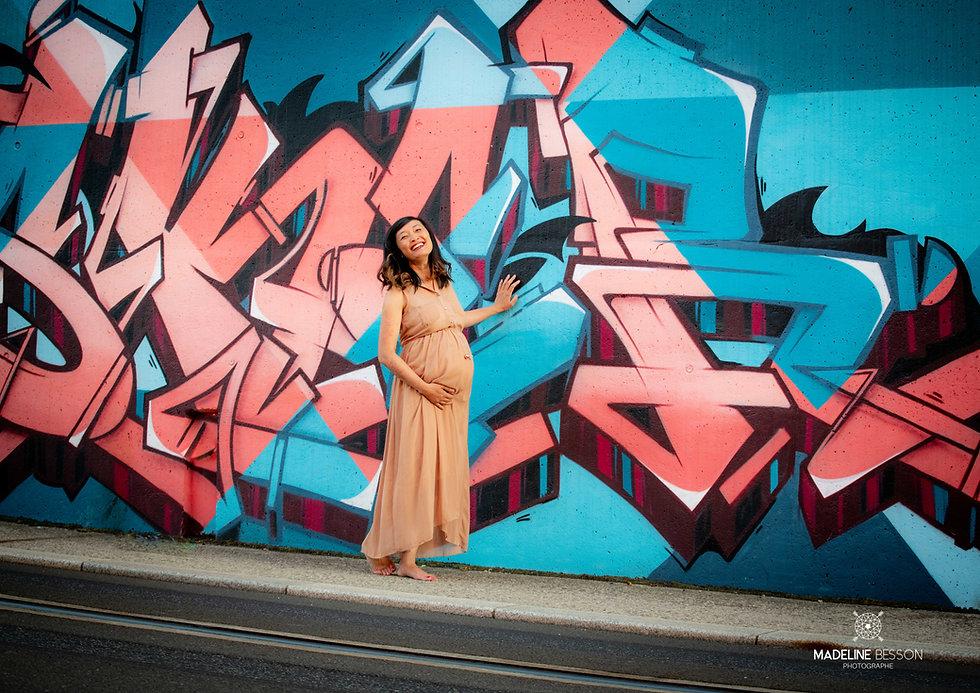 Shooting photos de grossesse à Clermont-ferrand par Madeline Besson Photographe de grossesse, maternité à Clermont-ferrand, Riom, Issoire, Cournon d'auvergne, Gerzat, Châtel-Guyon.