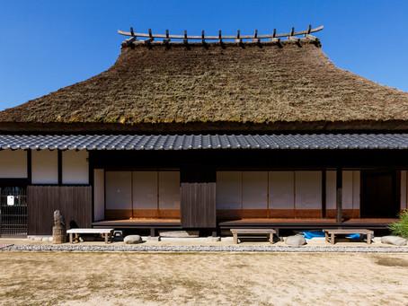 古き良きかやぶき屋根の家