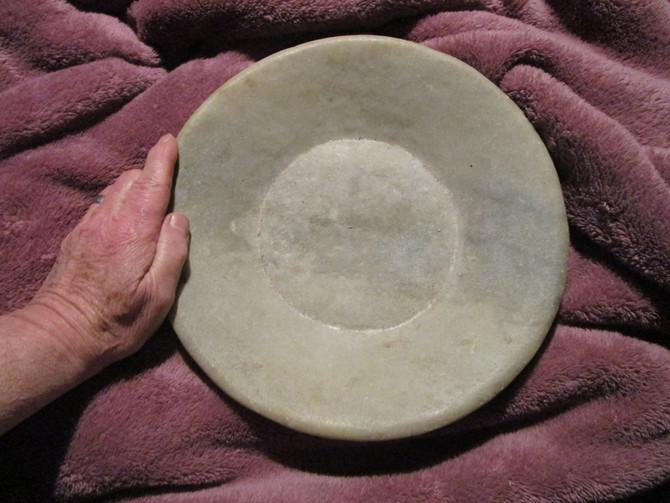 1er mai - un antique plat de pierre