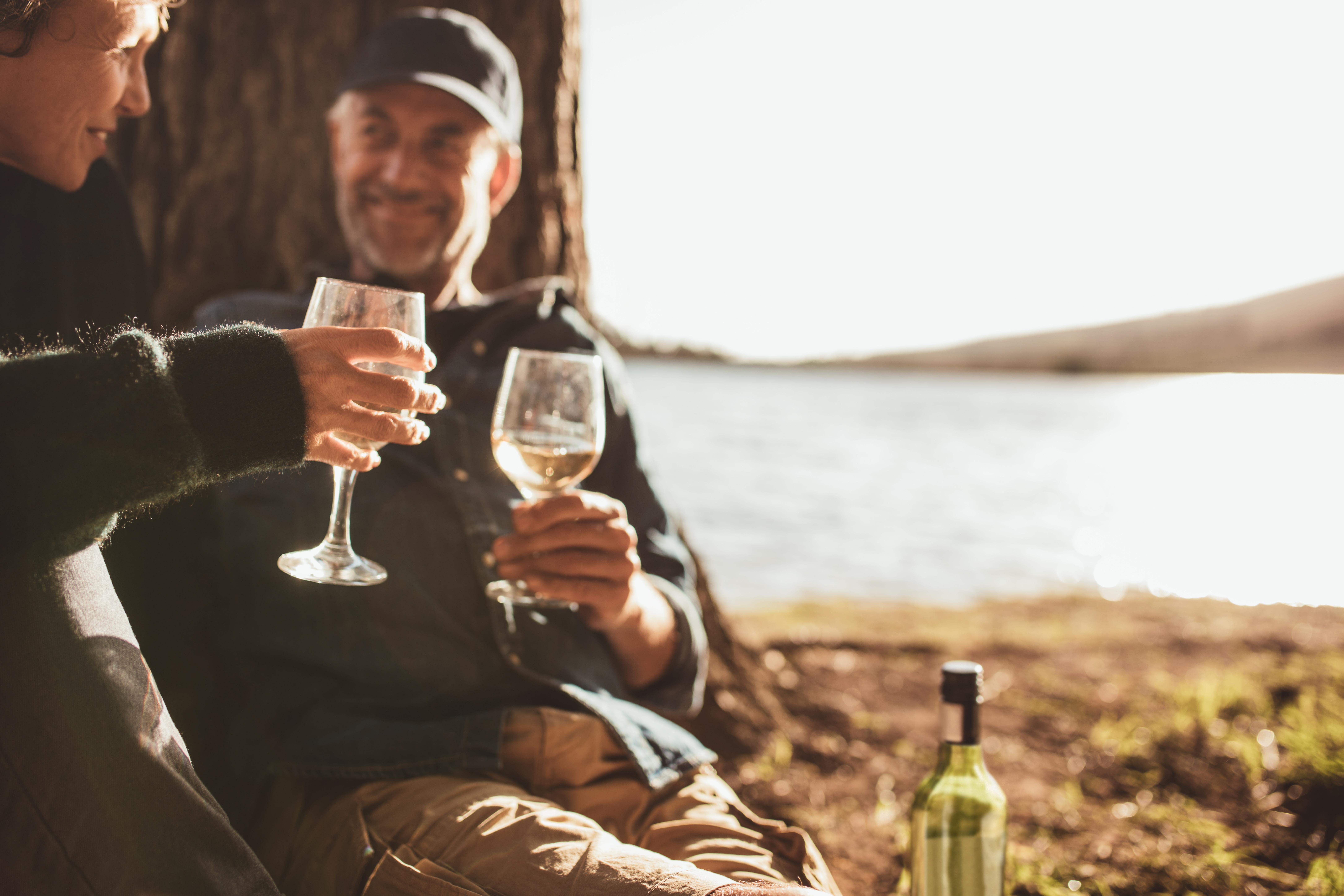 Del en hvit vin og nyfisket middag