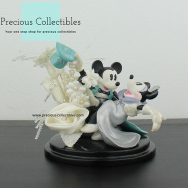 Mickey and Minnie Mouse statue
