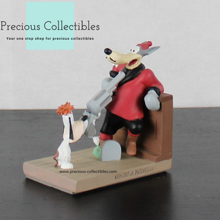 Droopy and Wolf statue