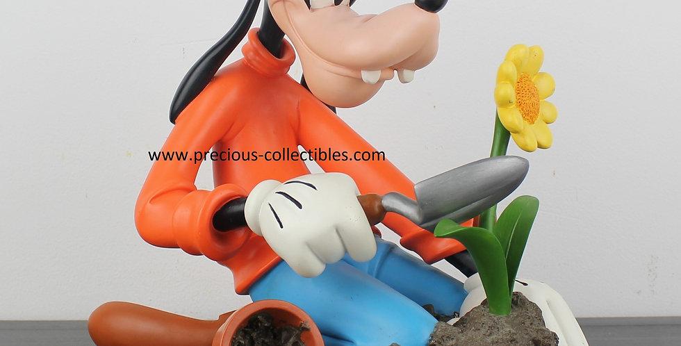 Goofy;Rutten;Fingendi;Walt Disney;Statue;Garden;Flower;Gardening;Sunflower;Statue;Figurine;Collectible;collectable;Store;Shop