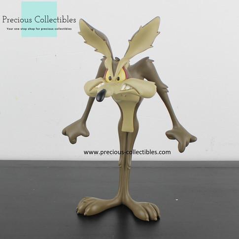 Wile E Coyote statue