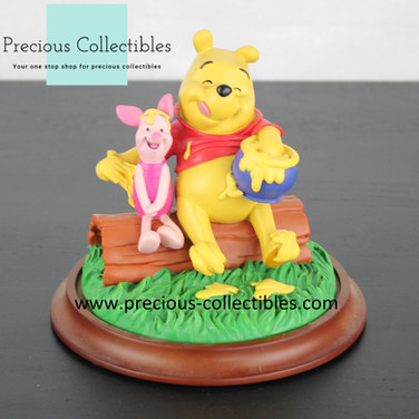 Winnie the Pooh and Piglet statue