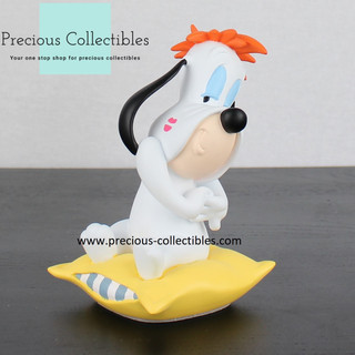 Droopy statue