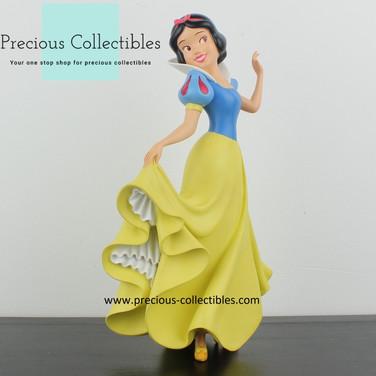 Snow white statue