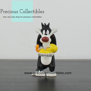 Sylvester and Tweety statue