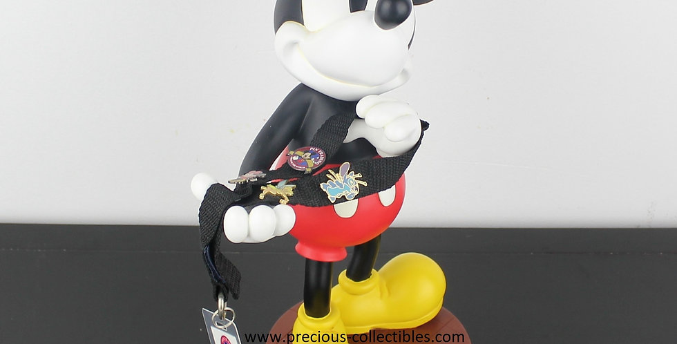 Mickey Mouse;Stich;Tinkerbell;Minnie;Pin;Trading;around the world;walt disney;statue;figurine;collectible;for sale;shop;store