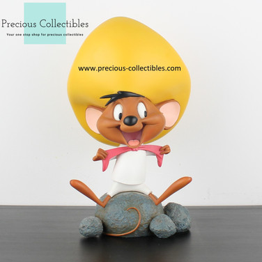 Speedy Gonzales statue