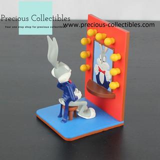 Bugs Bunny statue