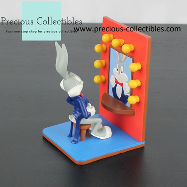 Bugs Bunny statue