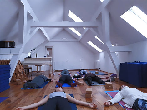 YOGA%20Private%20Group%20Online%20CHYRON