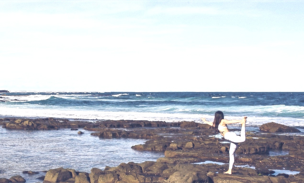 Holistic_Yoga_ocean_dancer