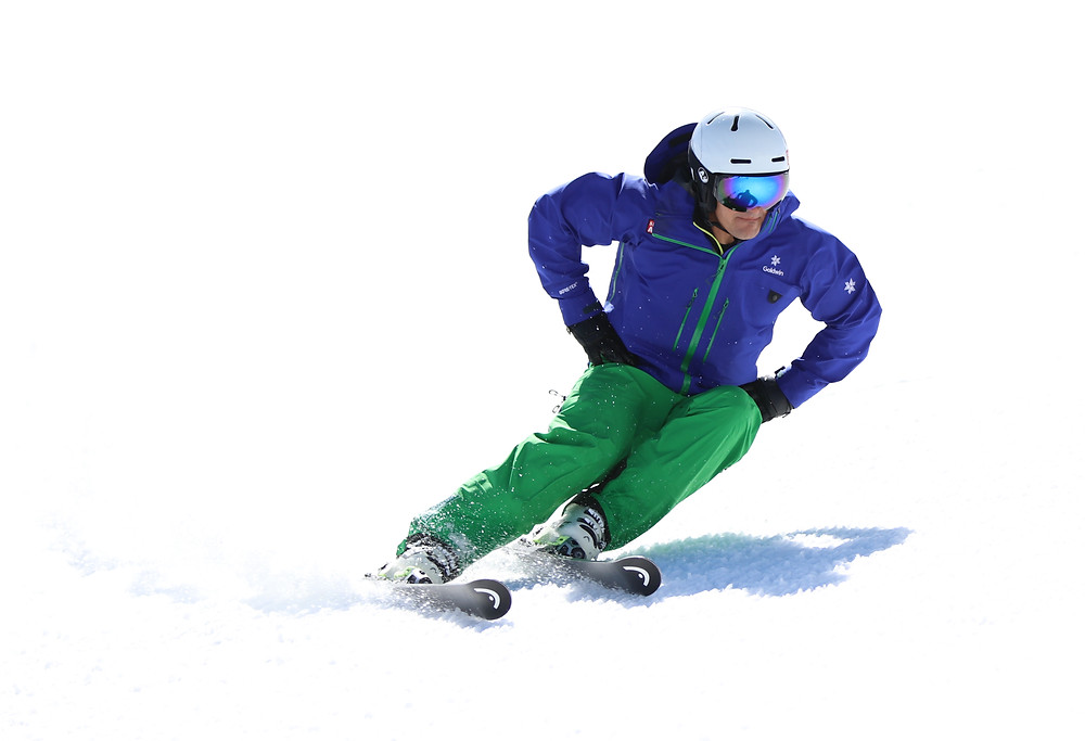 A carved skiing turn with hands in the hips