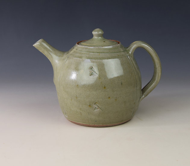 2-pint ash glazed teapot by John Jelfs