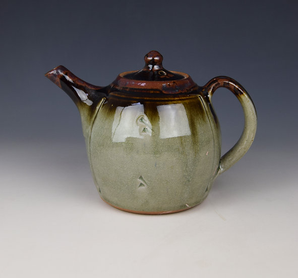 2-pint ash glazed teapot with red slip