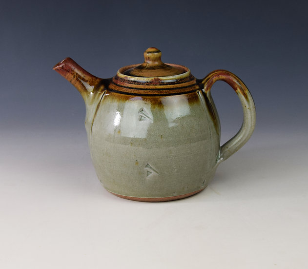 "2-Pint ""red top"" teapot"