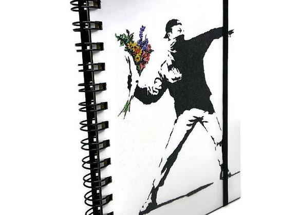 Caderno Banksy Jogando Flores