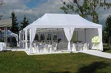 Свадьба в шатре СПб с арендой стульев с чехлами и столов со скатертью. Готовый шатёр по ключ с доставкой и монтажом.