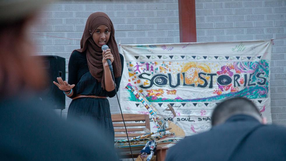 Storyteller tells Arabic folktale