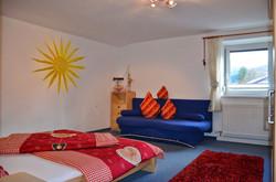 Schlafzimmer 1 mit Ausziehcouch