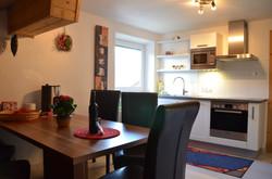 Küche mit Sitzgarnitur