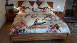 Schlafzimmer 2 mit großem Doppelbett