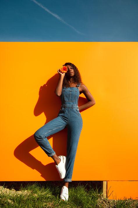 Christelle-fond-orange-plein-nature.jpg