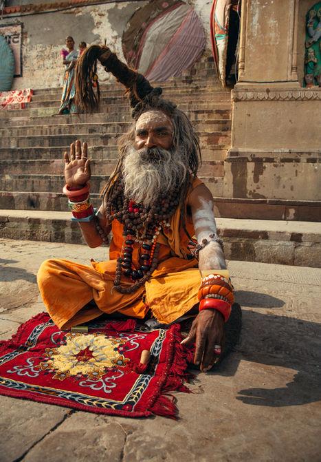 Indien-assis-très-looké-varanassi.jpg