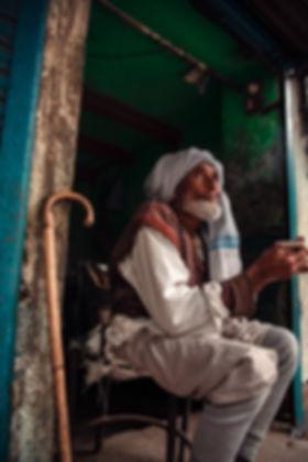 Indien-Afghan--assis-canne-cigarette.jpg