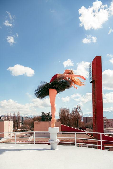 Pauline-sur-le-toit-debout-sur-les-point