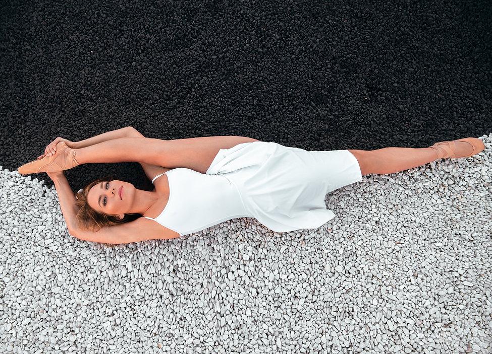Pauline-pierres-blanches-et-noires.jpg