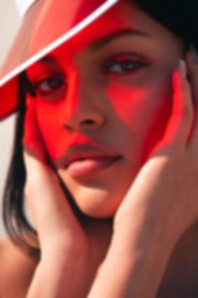 Melissa-Carela-visière-rouge.jpg