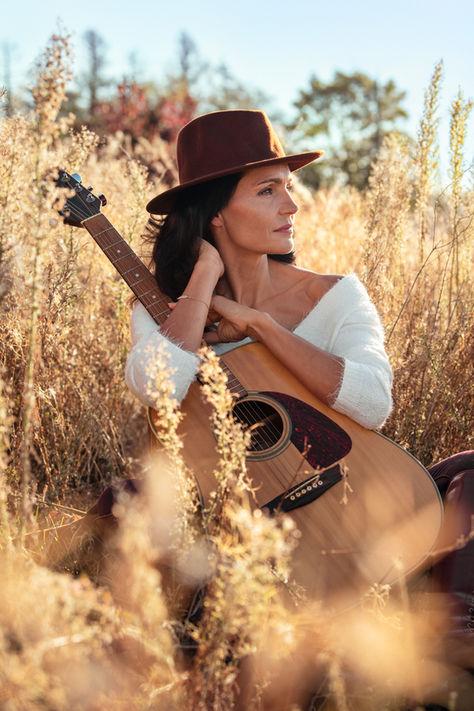 Sylvie guitare champ.jpg