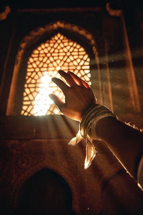 Fenêtre-foulard-rayon-de-lumière-temple-