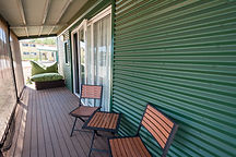 Eco friendly alternative to airconditioning. Each hotel cabin has outdoor seating. relax outdoors in darwin tropical weather. Self contained cabin in Darwin. Cheap home away from home in the Leprechaun Resort. Hotels in Darwin