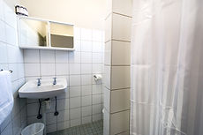 Not all cheap hotels in Darwin have private bathrooms. our budget rooms are great value. Self contained cabin in Darwin. Cheap home away from home in the Leprechaun Resort. Hotels in Darwin