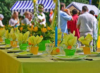 5 Reasons to Consider Hiring a Catering Company if You Are Planning a Company Picnic